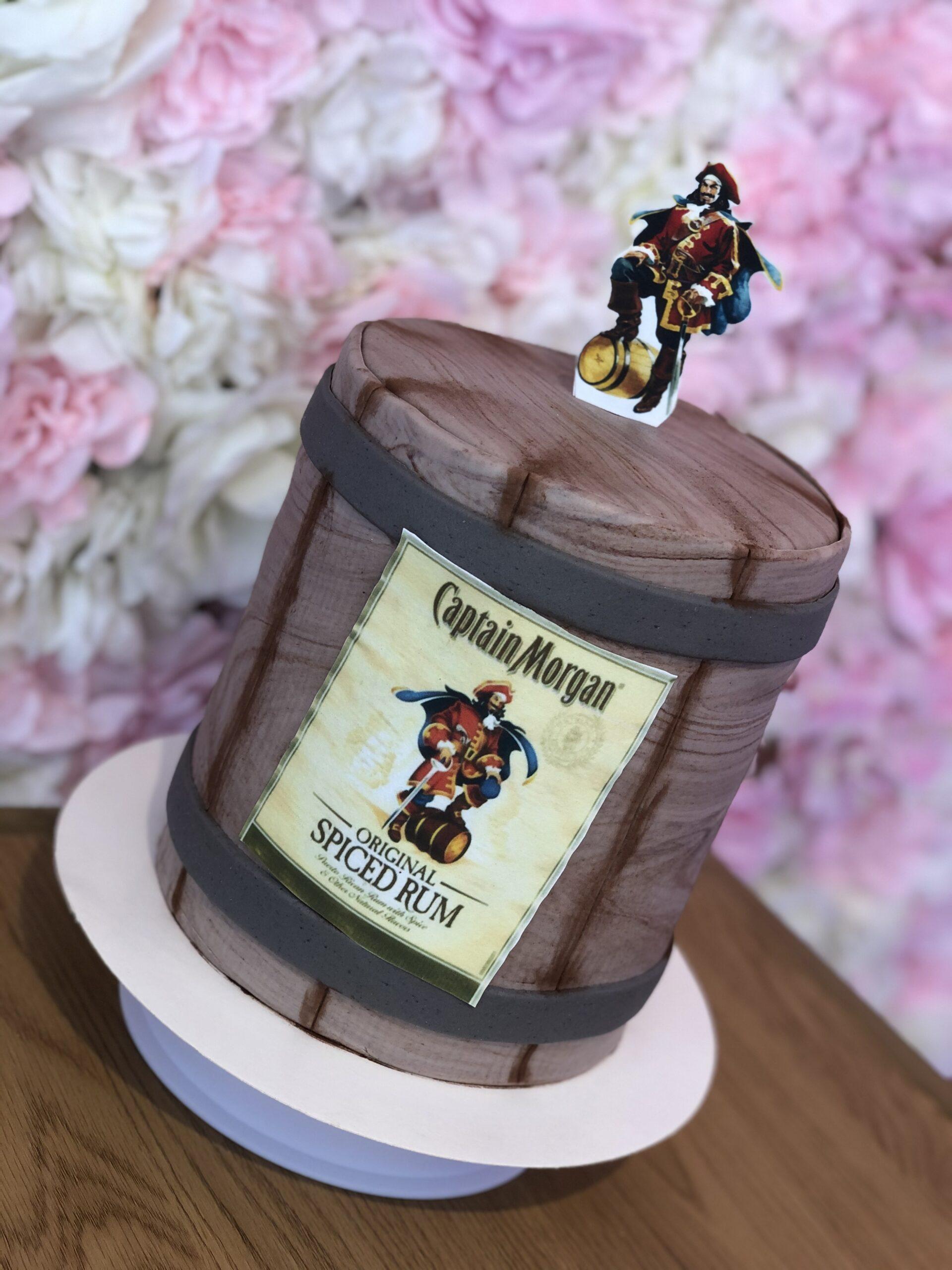 Captain Morgan kage Double barrel cake Logokage