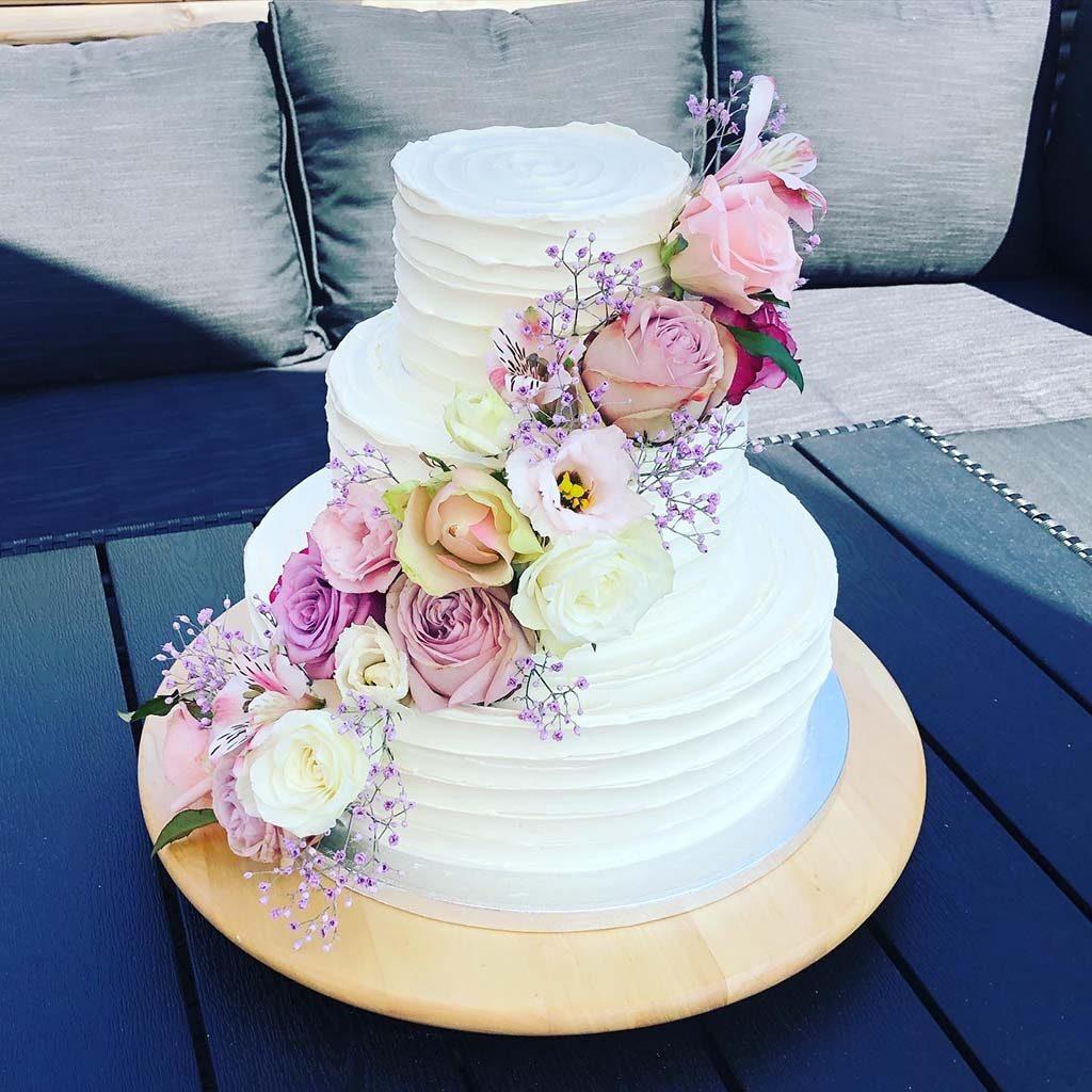 Bryllupskagesmagning hos Debbielicious, hvor du kan hente din egen pakke med kagebunde og mousser