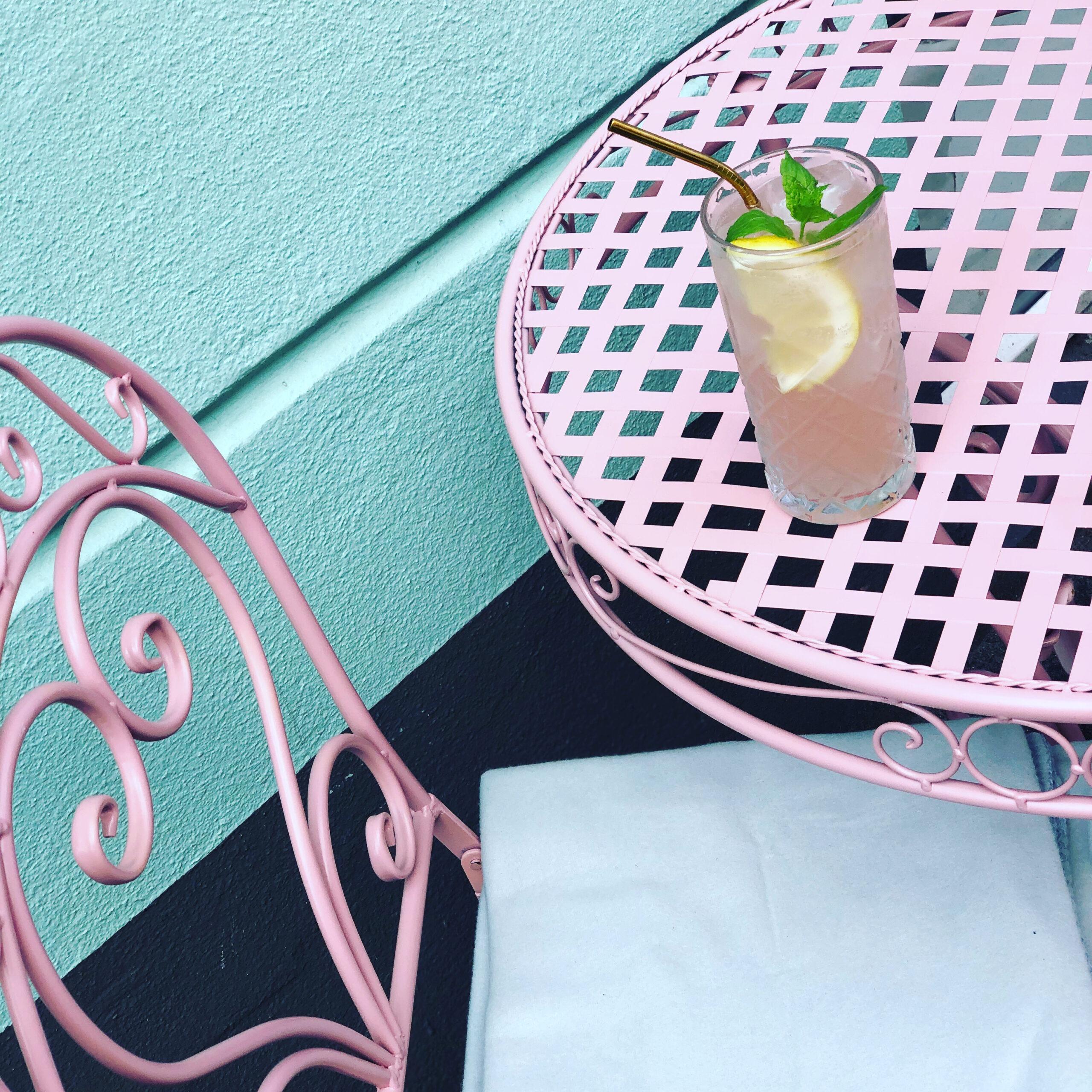 Debbielicious - Nyd en kølig hjemmelavet lemonade inde eller ude i caféen